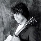 Paul Ubana Jones Songtexte, Lyrics und Videos auf Songtexte.com