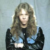 James Hetfield Songtexte, Lyrics und Videos auf Songtexte.com