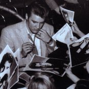 Elvis Presley 3c2b2ae73f9541c29094a71982de2b74
