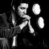 Elvis Presley 3e8c1a10d5b64c42af04d81d57943f0e