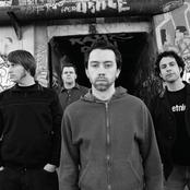 Rise Against - Hero of War Songtext, Übersetzungen und Videos auf Songtexte.com