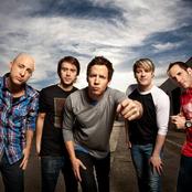 Simple Plan - Time to Say Goodbye Songtext, Übersetzungen und Videos auf Songtexte.com