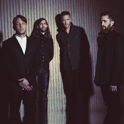 Imagine Dragons - On Top of the World Songtext, Übersetzungen und Videos auf Songtexte.com