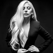 Lady Gaga - Hair Songtext und Lyrics auf Songtexte.com