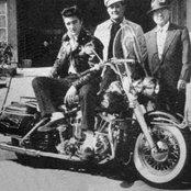 Elvis Presley 918f0d60176b49d08ded8160995eef86