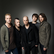 Daughtry - Open Up Your Eyes Songtext, Übersetzungen und Videos auf Songtexte.com