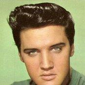 Elvis Presley b271321828394502acae3d9292bec151