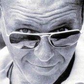 Frank Sinatra b42552883d354936b9612a81ae150895