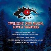 Twilight, New Moon, Love & Vampires