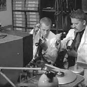 Hans Alfredson & Tage Danielsson - O, vad en liten gumma kan gno Songtext und Lyrics auf Songtexte.com