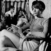 Françoise Hardy - Le Temps de l'amour Songtext, Übersetzungen und Videos auf Songtexte.com