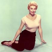 Doris Day - Let's Face the Music and Dance Songtext und Lyrics auf Songtexte.com