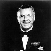Frank Sinatra df12e0f8d0654dfb9a3aa5b34c05030a