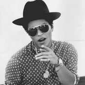 Bruno Mars - Locked Out of Heaven Songtext und Lyrics auf Songtexte.com
