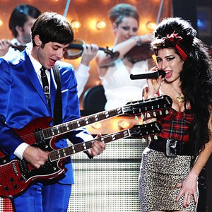 Image for 'Mark Ronson featuring Amy Winehouse'