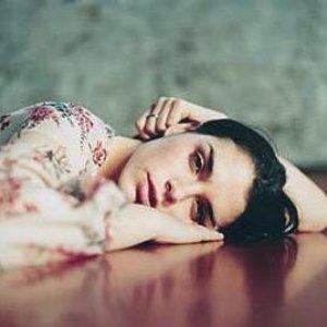 Imagem de 'Leona Naess'
