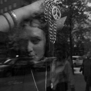 Imagem de 'N.A.S.A. ft Kanye West, Santogold & Lykke Li'