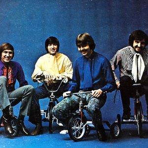 Bild för 'Tricycle'