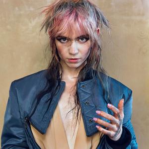 Flesh without Blood - Grimes - Testo & Lyrics height=