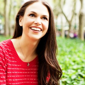 """Sutton Foster""的封面"