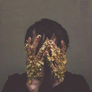 Imagem de 'Hiding In My Hands'