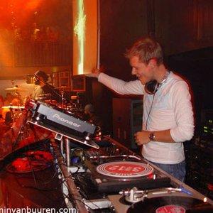 Bild för 'Armin'