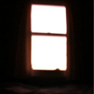 Imagen de 'The Light is Behind Me'