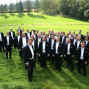 Image for 'Helsinki University Chorus (YL) and Matti Hyökki (conductor)'