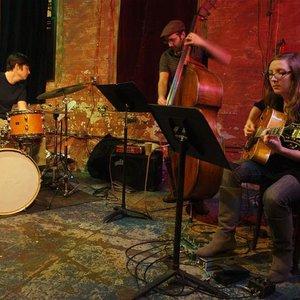 Bild für 'Mary Halvorson Trio'