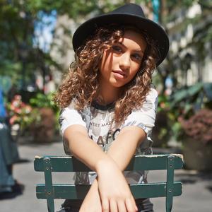 Here - Alessia Cara - Testo & Lyrics height=