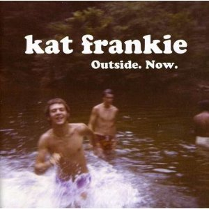 Image pour 'outside. now.'