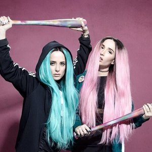 Imagem de 'Rebecca & Fiona'