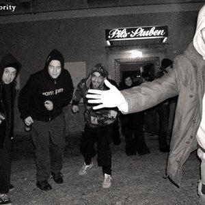 Imagem de 'Mad Minority'