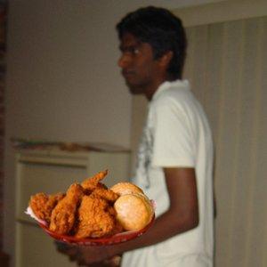 Bild för 'Ravi loves fried chicken'
