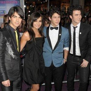 Imagen de 'Demi Lovato & Jonas Brothers'