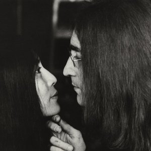Immagine per 'John Lennon & Yoko Ono'