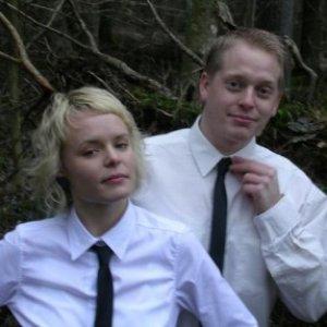 Immagine per 'Blue Eyed Blondes'