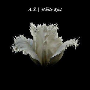 Imagem de 'White Riot (Leandro Consiglio Remix)'