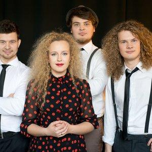 Bild für 'Curly Strings'