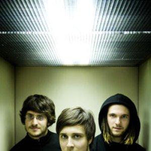 Imagem de '3 gars su'l sofa'
