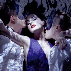 Imagem de 'Monarchy ft. Dita Von Teese'