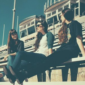 Immagine per 'The Staves'
