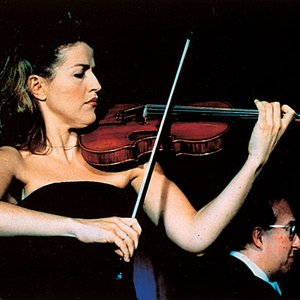 """Anne-Sophie Mutter/Bruno Giuranna/Academy of St Martin-in-the-Fields/Sir Neville Marriner""的封面"