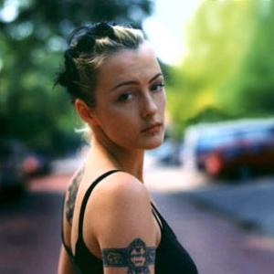 Holly McNarland - Run Body Run