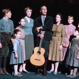 Imagem de 'Christopher Plummer, Julie Andrews & Children'