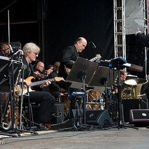Bild för 'Metropole Orchestra, John Scofield & Vince Mendoza'