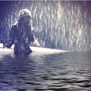Imagen de 'Raincoat'
