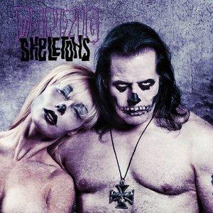 Imagen de 'Skeletons'