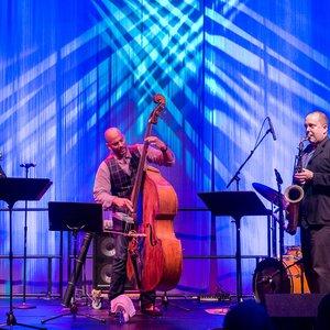Imagem de 'Eric Revis Quartet'