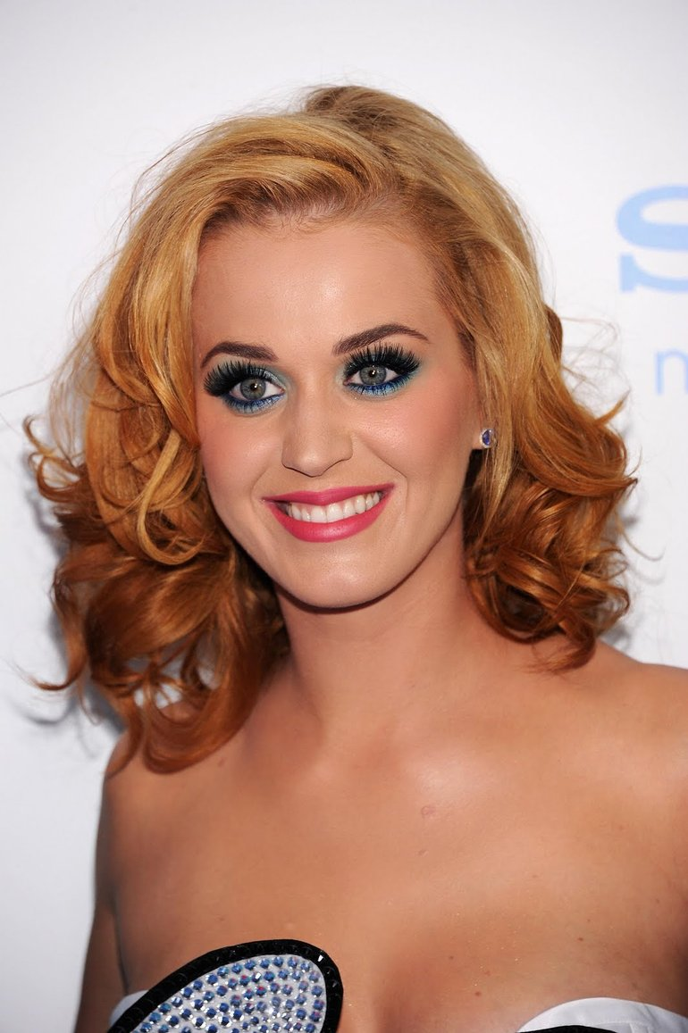Katy at the premiere of the movie The Smurfs - PNG
